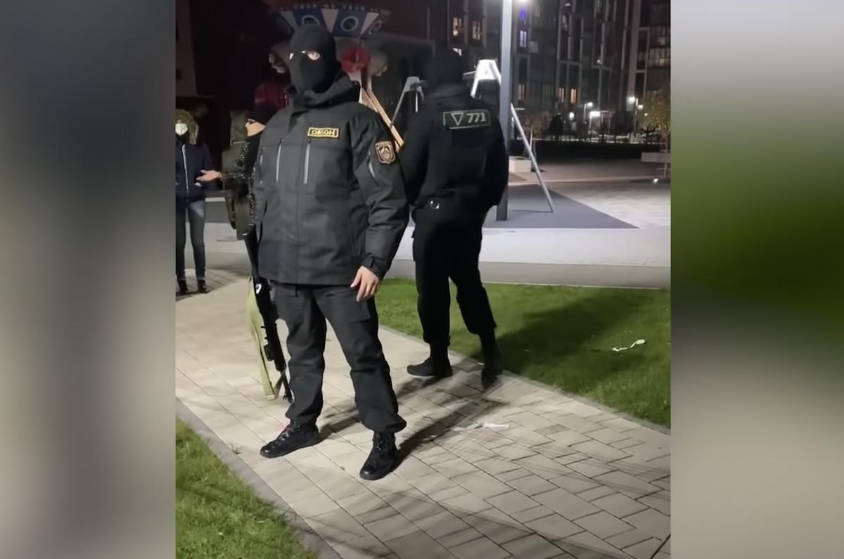 Силовики в балаклавах и с оружием, 2 ноября, Новая Боровая