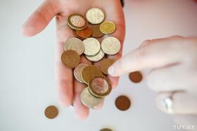 У бюджетников падают зарплаты. Чиновники придумали, как ихподнять. Ноработникам это может непонравиться