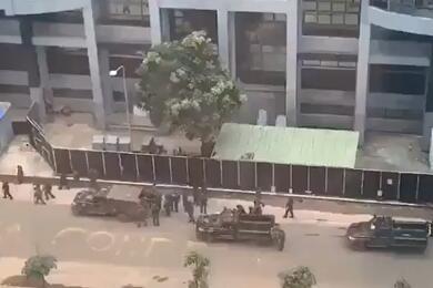 Скрин видео событий в Гвинее из Твитера Franceatpresso2