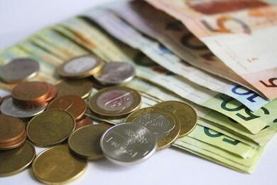 На торгах 21июля доллар иевро снова подешевели