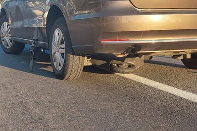 На пешеходном переходе встолице Volkswagen сбил 16-летнего парня наэлектросамокате