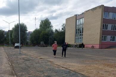 Читатели сообщают, что вЛиде из-за неотремонтированной крыши дождем залило школу. Руководство молчит