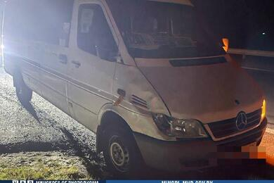 На трассе М6 вМинском районе микроавтобус насмерть сбил мужчину