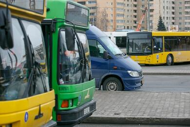 В Минске ирегионах отменили несколько маршрутов общественного транспорта. Пассажиры недовольны