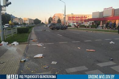 В Лиде микроавтобус после столкновения слегковушкой придавил вылетевшего изсалона пассажира