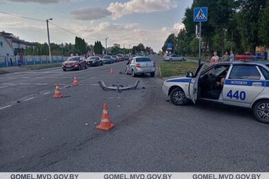 В Жлобине из-за конфликта левого поворота столкнулись Nissan иLada— пострадал один изводителей