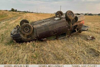 В Калинковичском районе перевернулся Volkswagen— пострадали три человека, втом числе ребенок