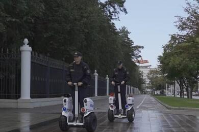 В Минске милиционеры начали патрулировать улицы насегвеях