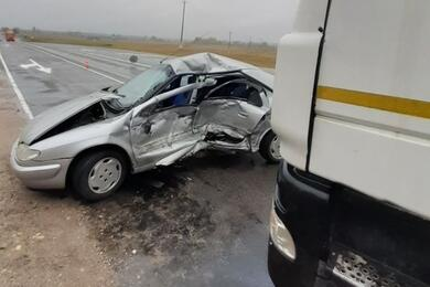 Легковушка попала под фуру вПоставском районе— водитель погибла