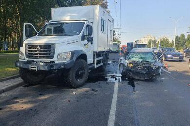 Массовая авария вМинске: столкнулись 10 машин, пострадали два человека. Видео ДТП