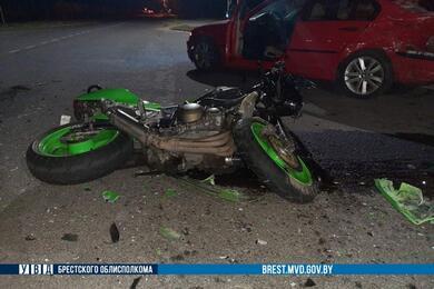 В Березовском районе BMW непропустил мотоцикл— байкер иего пассажир вбольнице