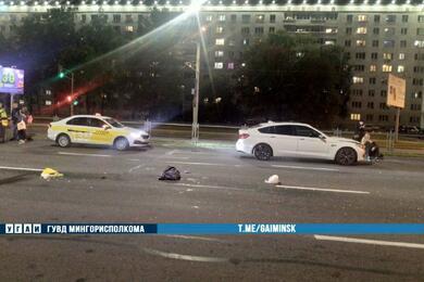 На проспекте Пушкина вМинске BMW сбил мужчину, который перебегал дорогу накрасный