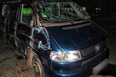 В Лиде микроавтобус несколько раз перевернулся ипридавил выпавшего пассажира: СКпоказал видео аварии