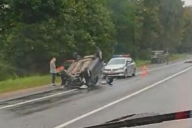 Видеофакт. Натрассе Смолевичи— Жодино легковушка после наезда налося перевернулась накрышу