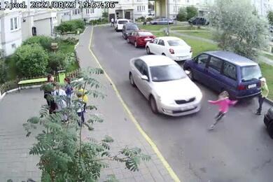 В столичном дворе Skoda сбила 6-летнюю девочку