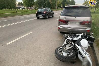 На столичной улице Бабушкина мотоциклист врезался вдва автомобиля
