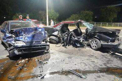 В Могилеве столкнулись Audi иCitroen— спасатели достали изавто трех человек