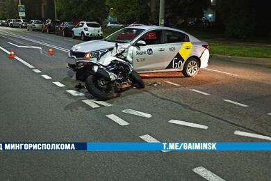 В Минске водитель такси непропустил ехавший поглавной дороге мотоцикл