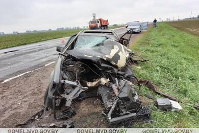 Под Речицей Mercedes попал под встречный МАЗ— погибла водитель легковушки