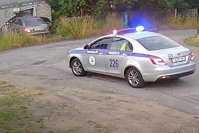 В Витебске водитель Audi A6 пытался скрыться отГАИ иврезался вжилой дом