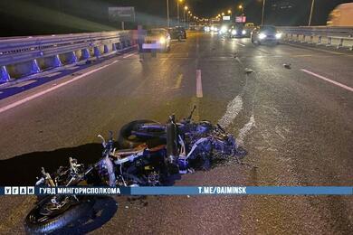 На МКАД Volvo наехала намотоцикл, который упал после столкновения сBMW— пострадали три человека