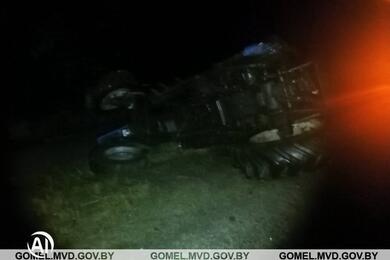 В Петриковском районе фура протаранила попутный трактор. Тракторист погиб
