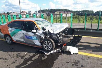 КаршеринговыйVW влетел встоящий влевой полосе МКАД Infiniti— пострадали три человека