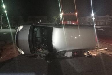В Лепеле Mercedes перевернулся набок ипридавил пассажирке руку