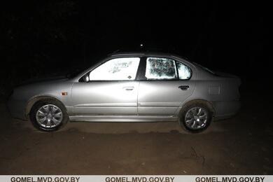 В Речице женщина-водитель выпала изехавшего задом Nissan ипопала под его переднее колесо. Она погибла