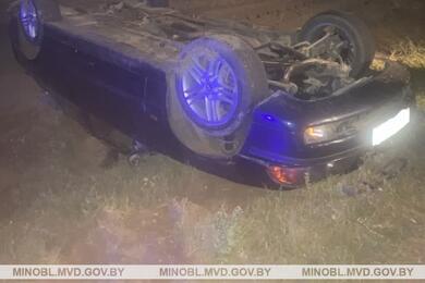 В Минском районе BMW взаносе сбил пешехода, вылетел вкювет иперевернулся накрышу