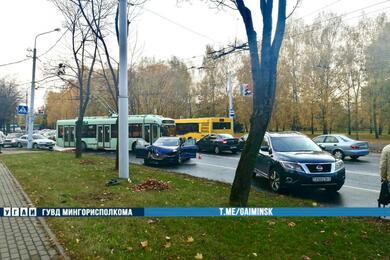 Три автомобиля столкнулись настоличной улице Кедышко— пострадала женщина