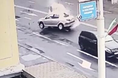 В Минске женщина наPeugeot взаносе вылетела навстречку иврезалась вRenault. Видео ДТП