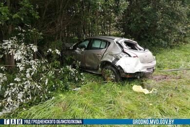 Под Новогрудком перевернулся Renault. Водитель нежаловался наздоровье, ачерез 5 часов попал вреанимацию