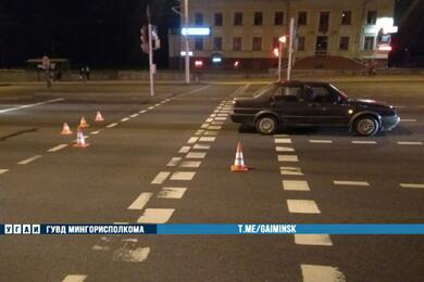 В Минске мужчина пошел накрасный ипопал под колеса автомобиля