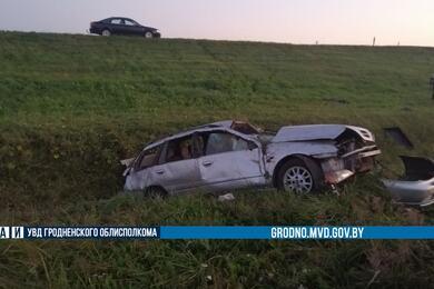В Зельвенском районе Nissan вылетел вкювет— пострадали три человека
