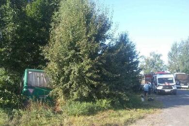 Пассажирский автобус вылетел вкювет под Столином. Подороге кместу аварии вДТП погиб работник МЧС