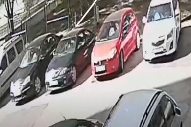 В Минске девушка метнула бутылку свосьмого этажа ипопала вприпаркованный Renault