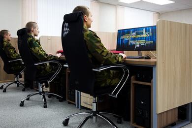 Без дедовщины, сдедлайнами изарплатой в33 рубля. Дембель рассказал, как это— служить вбелорусской IT-роте