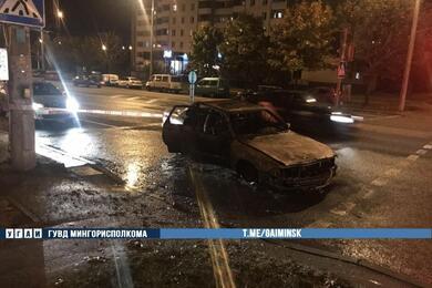 В столице сгорела остановившаяся перед светофором Audi