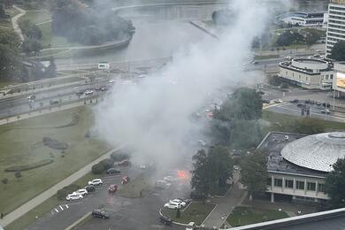 На столичном проспекте Победителей горел автомобиль
