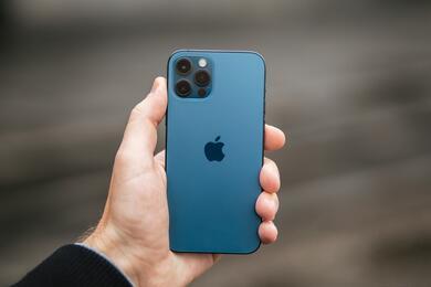Apple устранила уязвимости, позволявшие шпионской программе взламывать айфоны для слежки завладельцами