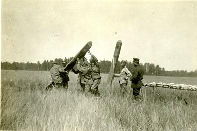 установка пограничных столбов на советско-польской границе. Фото: архив Игоря Мельникова