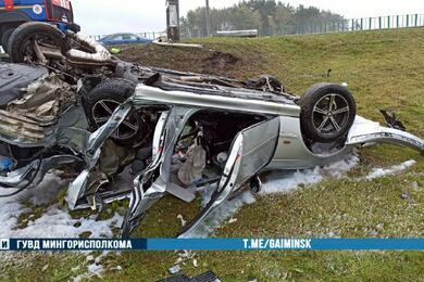 На МКАД BMW протаранил Audi, влетел встолб иперевернулся накрышу— пострадали три человека