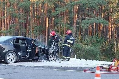 Жесткая авария натрассе М1: два автомобиля вкювете, один загорелся