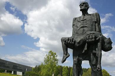 Мемориальный комплекс в Хатыни. Фото: wikipedia.org