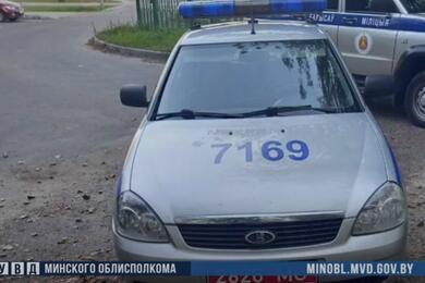 В Борисове два пьяных парня облили пивом милицейское авто