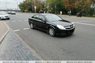 В Могилеве Opel сбил 13-летнюю велосипедистку, которая ехала попешеходному переходу
