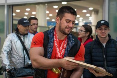 Чемпион мира потяжелой атлетике изБеларуси несмог выполнить вТокио ниодной успешной попытки втолчке