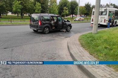 Троллейбус итакси столкнулись вГродно— пострадали три человека