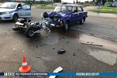 В Лиде водитель «жигулей» непропустил мотоциклиста— байкер вреанимации